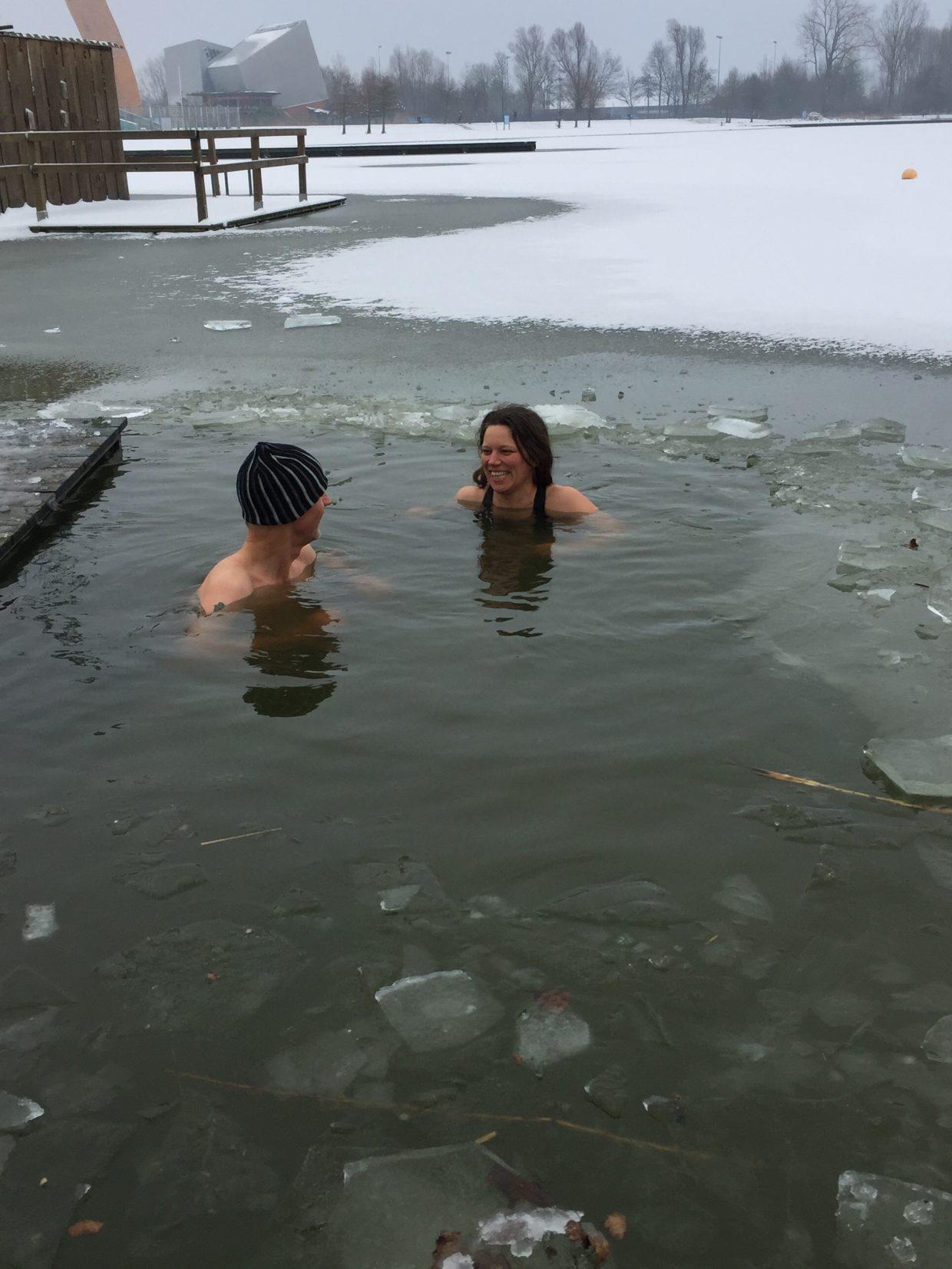 IJs-zwemmen telegraaf Mischa Top Joost van Dorsten koud water training groningen